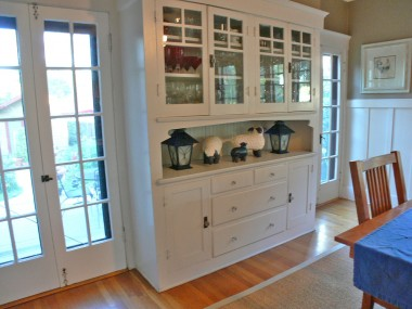 Formal dining room built-in hutch. What a wonderful place to showcase your gorgeous dinnerware!