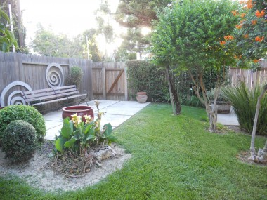 Nicely manicured backyard. There's also a spacious covered patio right off the back of the house.