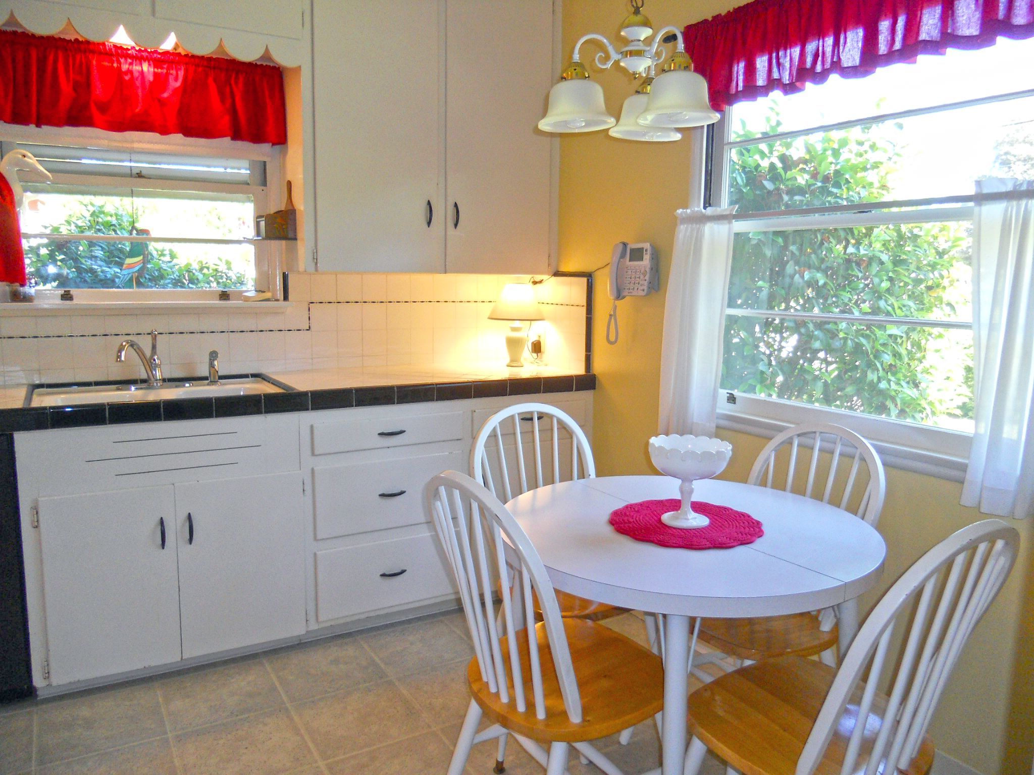 The tile in this kitchen looks new! Such a well-maintained home!!