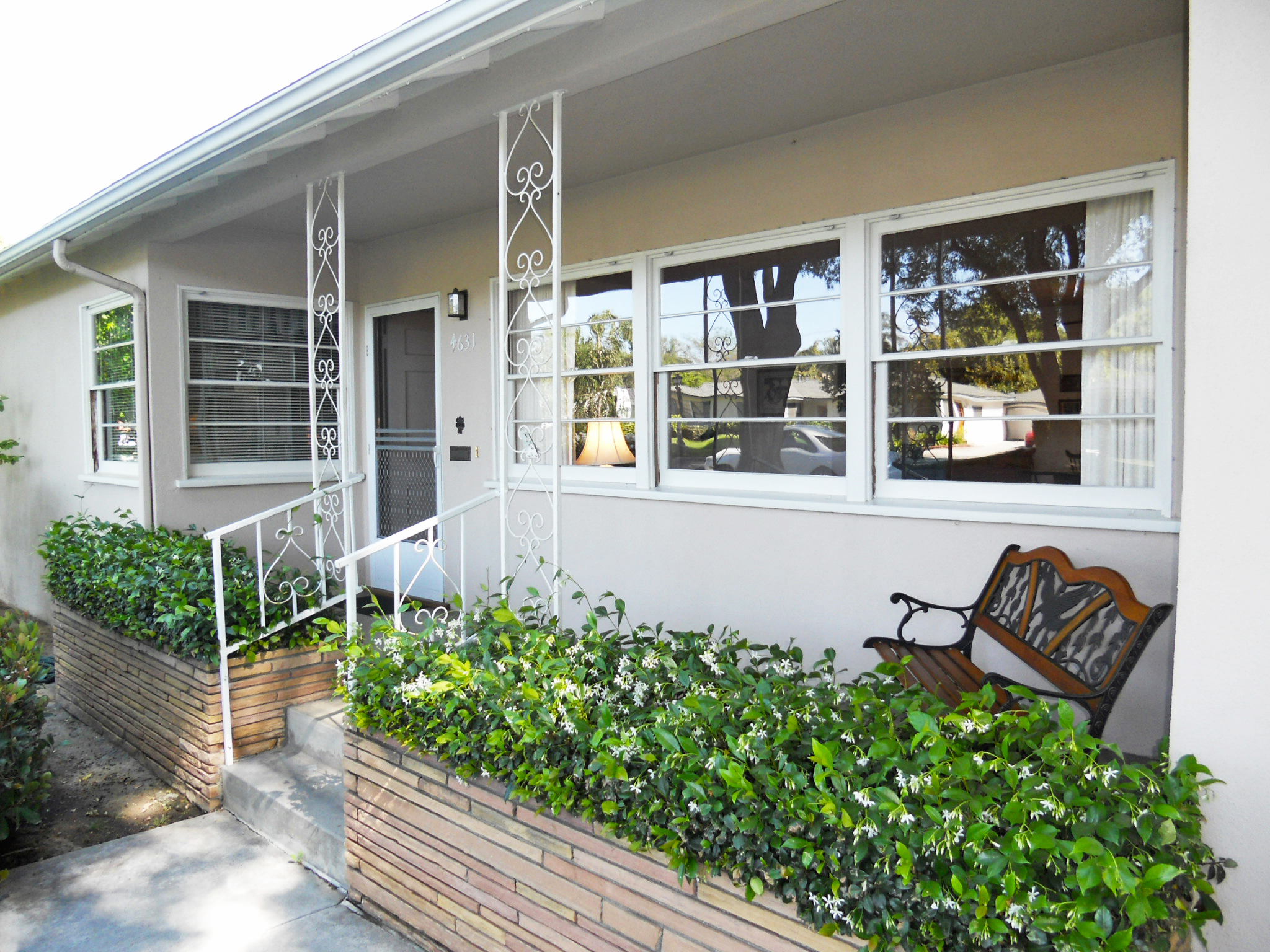 What a lovely front porch! So clean, convenient, and charming! Talk about curb appeal!