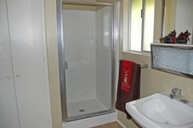 Alternate view of upstairs bathroom.