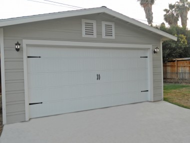 Brand new 2-car garage that's drywalled inside! Car enthusiasts, rejoice!