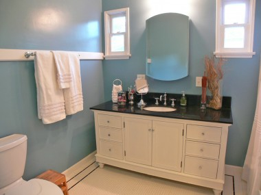 Hallway bathroom was COMPLETELY remodeled from a Pottery Barn design.  Everything is NEW!