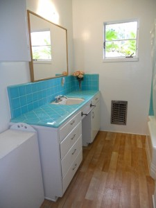 Hallway bathroom with original tile counter tops in like-new condition!
