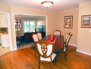 Formal dining room can accommodate large family gatherings -- table can accommodate 8-10 people.