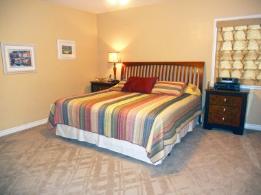 Gigantic master bedroom suite -- this is a king size bed!!