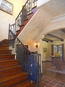 2-story foyer with coat closet and arched entryway into stepdown living room on the right.