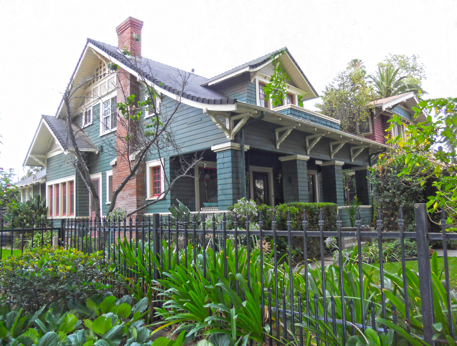 """4415 Mission Inn Avenue, Riverside CA 92501 listed by """"The Sister Team"""""""