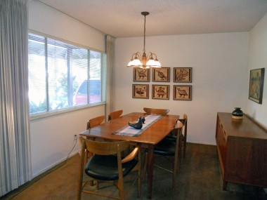 Formal dining room looks small, but could easily accommodate at least a table of 10-12 (maybe more) for holiday feasts!!
