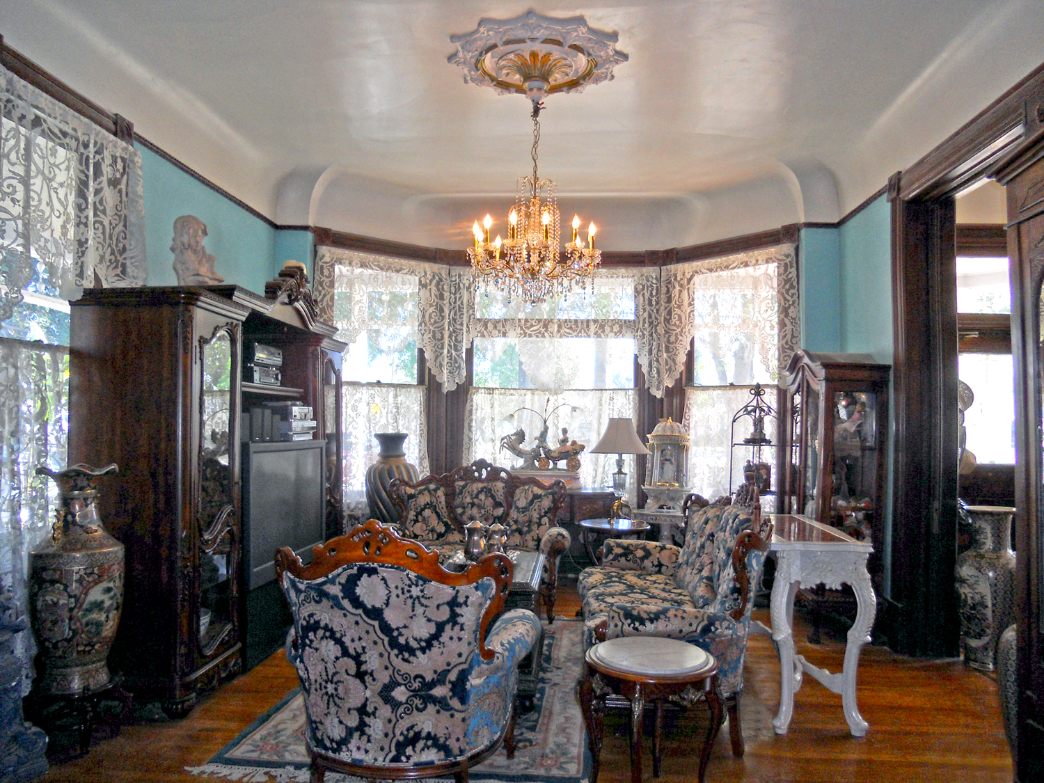 Vintage This is the front parlor plete with bay window extra tall coved ceilings