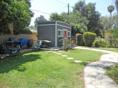 In addition to the covered patio area, there is also a grassy patch of yard for kids/pets to romp about.