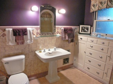 Impeccable hallway bathroom with pedestal sink and built-ins.  One of the nicest bathrooms in all of the Wood Streets!