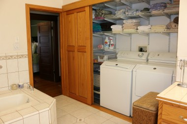 Convenient upstairs laundry (washer and dryer are negotiable).