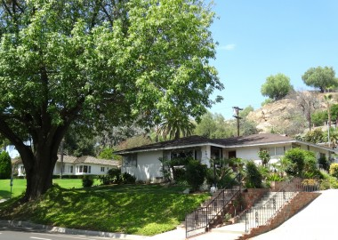 Gorgeous neighborhood with mature shade trees, as well as the Mt. Rubidoux walking path behind the lovely neighboring homes!