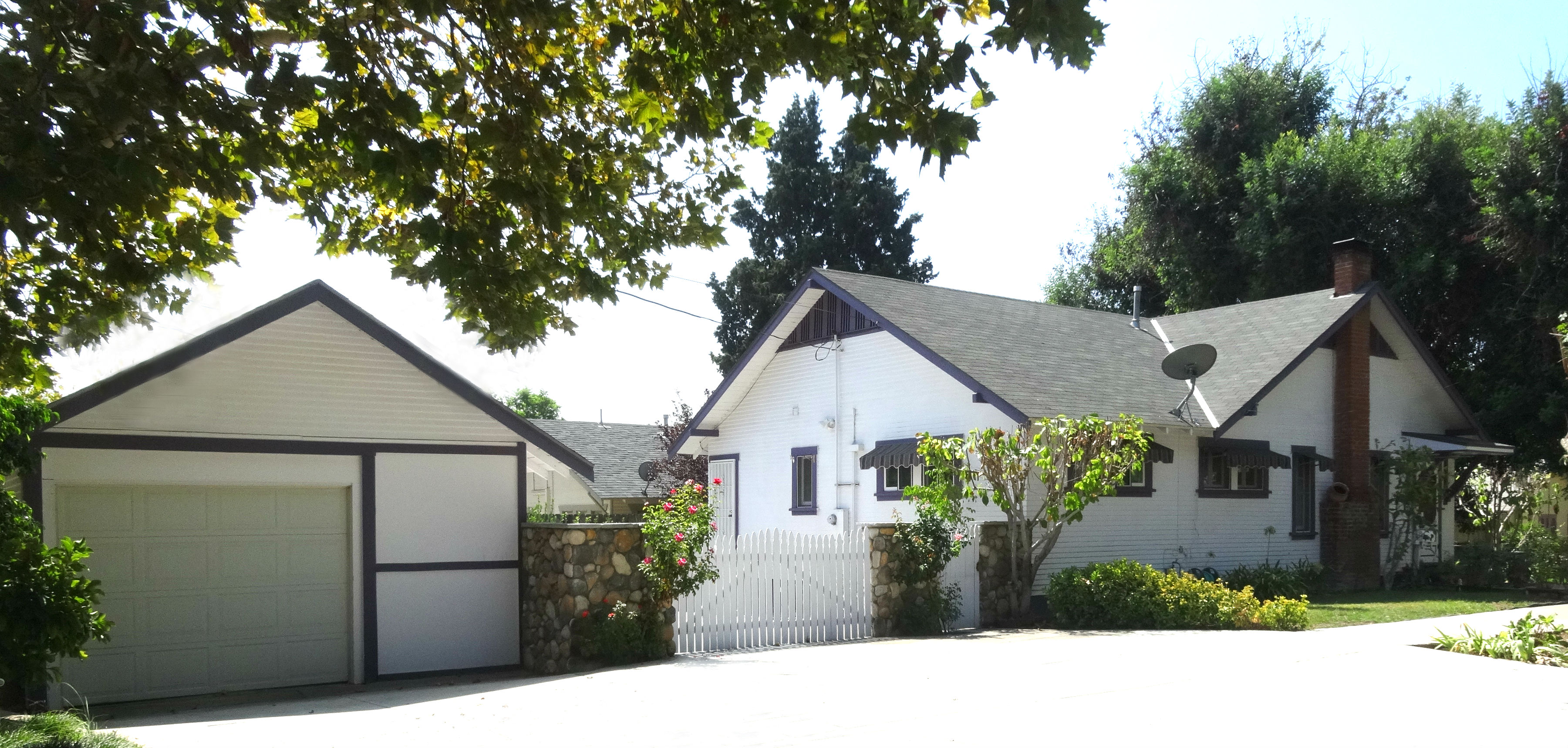 Oversized 1-car garage with extra  storage space. Driveway has been  widened, and there can be extra parking  spaces behind picket fence. Total of 6  parking spots!