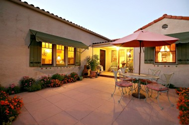 Spectacular front courtyard