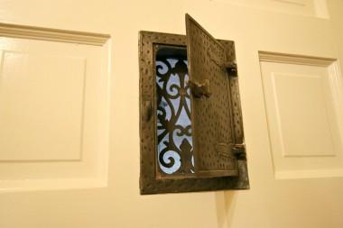 Front door peephole