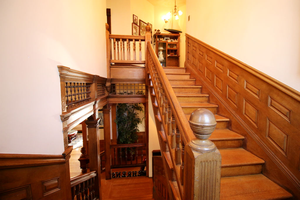 """How can you not """"ooh and aah"""" over the detail in this staircase?!"""