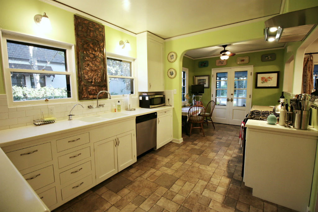 Lovely updated kitchen with dishwasher and nook area.