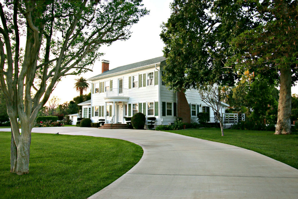 This impressive estate is the largest single family residence level lot in the whole Wood Streets neighborhood.