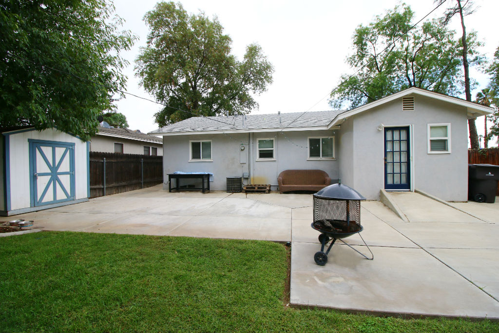 Large paved patio area ideal for entertaining. Dog run along side of house, and shed stays too.