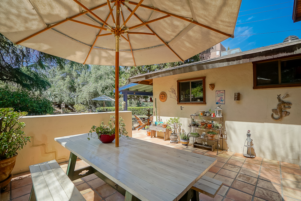 Patio off the kitchen and dining room -- super ideal for Al fresco dining!