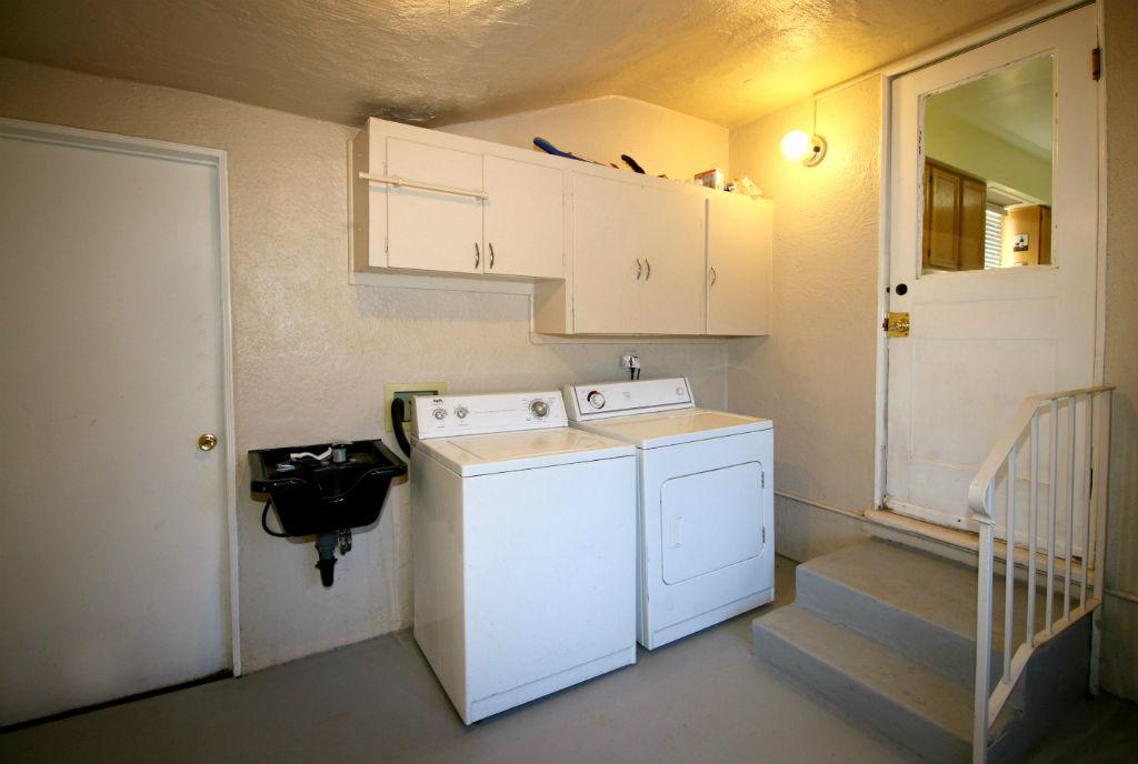 Separate indoor laundry room.