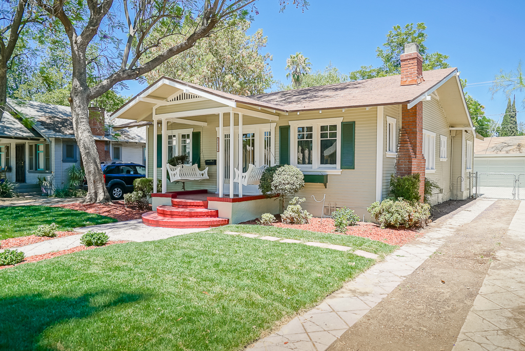 4033 Elmwood Ct, Riverside CA 92506 listed by THE SISTER TEAM