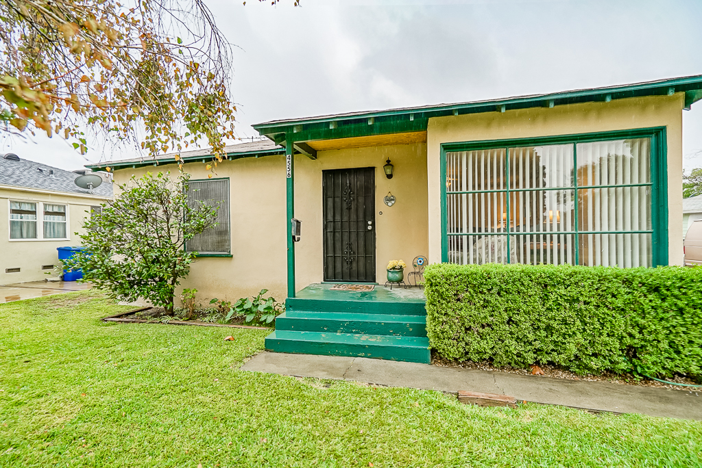 4556 Edgewood Place, Riverside CA 92506 listed by THE SISTER TEAM