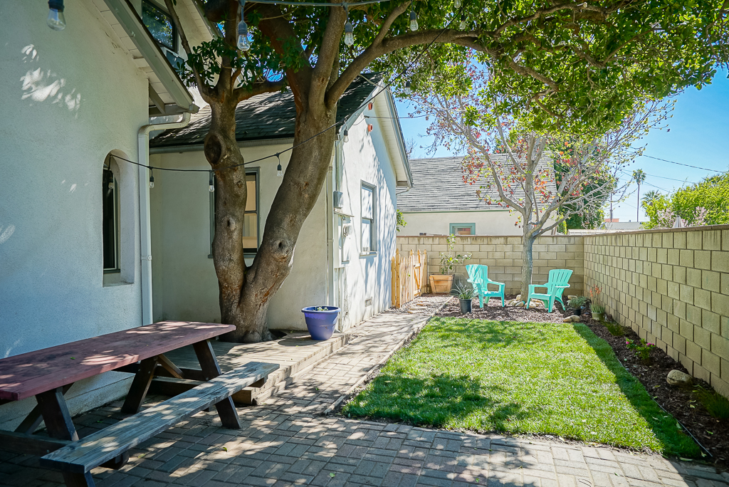 Smaller low-maintenance backyard ideal for relaxing and dining Al fresco anytime of the day, and pretty much year round.
