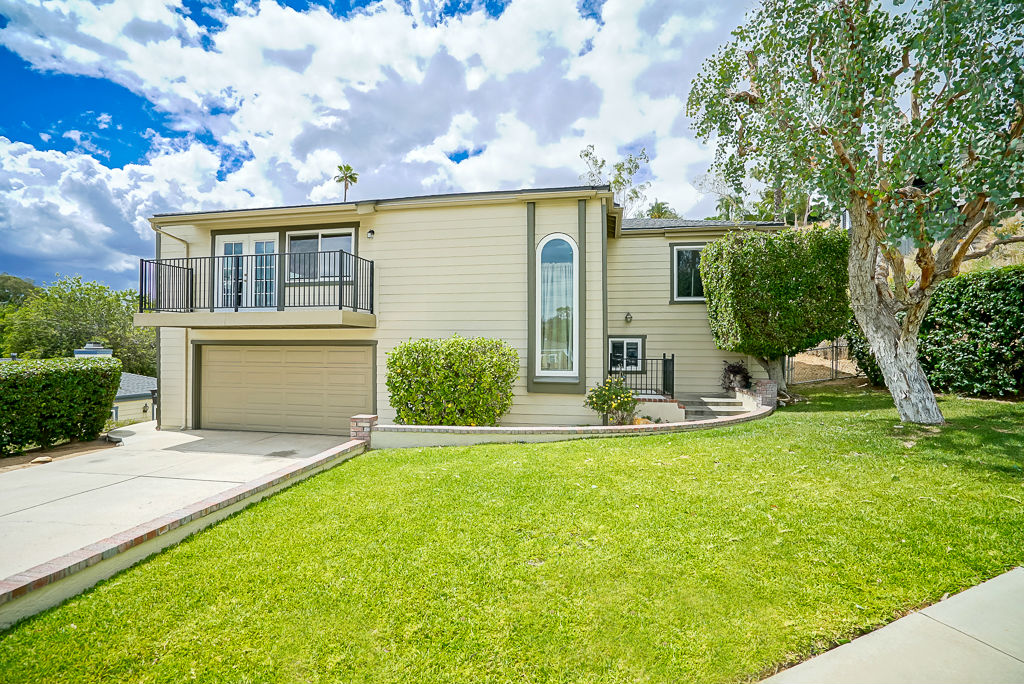 3221 Gibraltar Dr, Riverside CA 92506 listed by THE SISTER TEAM