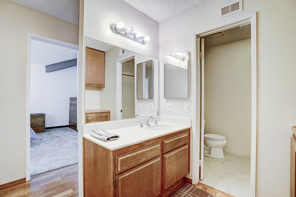 Full hallway bathroom shared by secondary bedrooms.