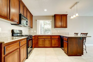 Gorgeous kitchen with granite counter tops, gas stove/oven, built-in microwave, dishwasher, and full extension drawers.