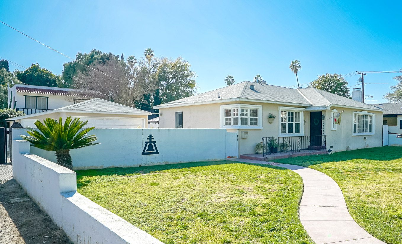 4060 Ramona Dr., Riverside CA 92506 -- cute curb appeal with many updated features inside!