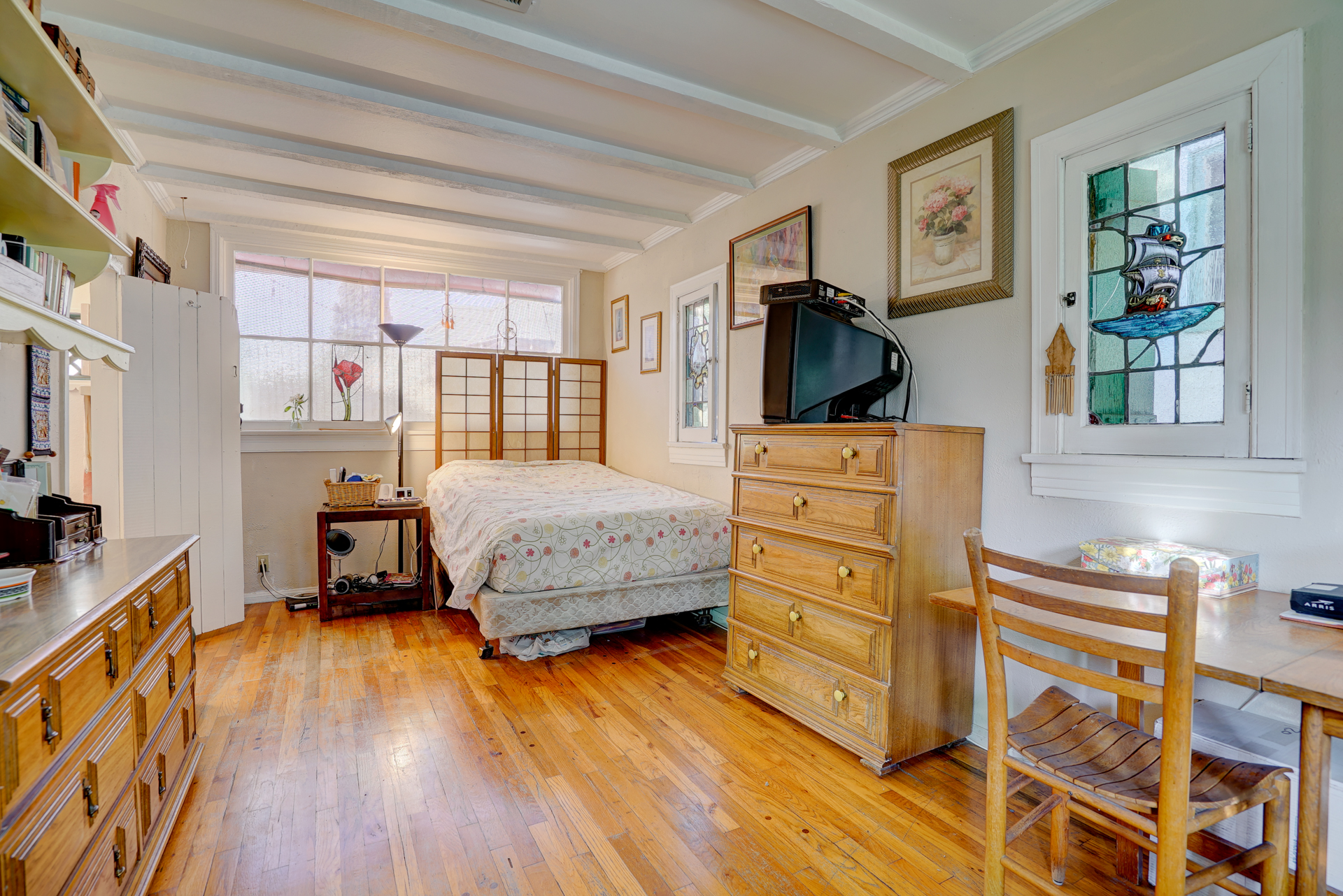 This bedroom was actually the studio where Jekel designed his artistic creations during the 40 years he lived on this property.