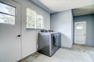 Laundry room (washer/dryer included).