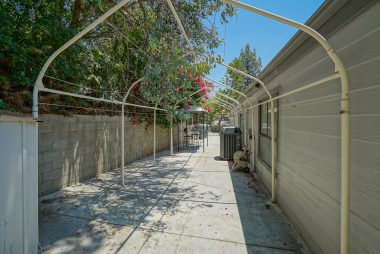 Large side yard for toys, storage, and/or dog run. So many possibilities.