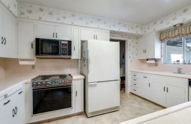 Okay, so the wallpaper and stove are dated, but that's an easy fix!