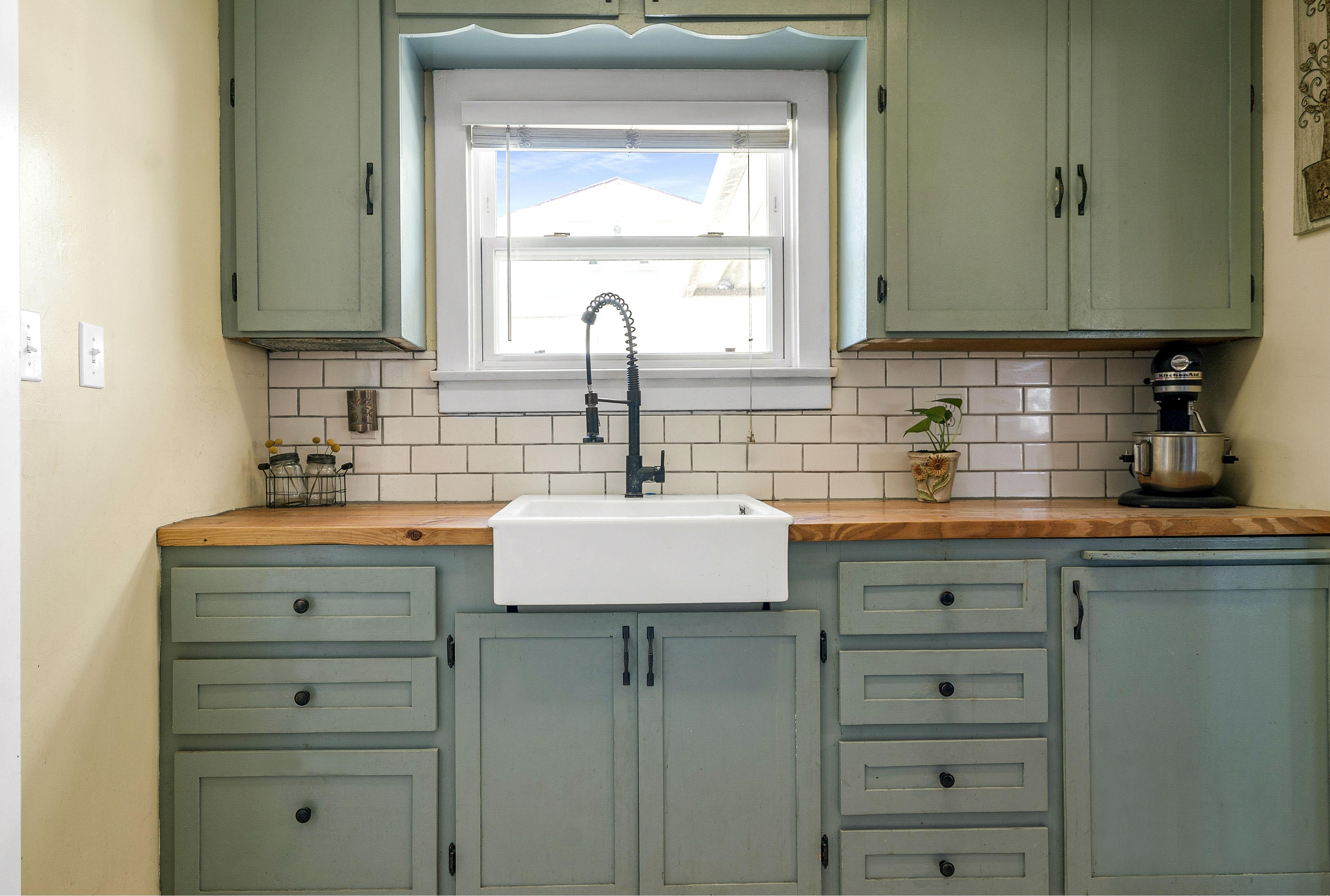 Practical farm sink in the kitchen.