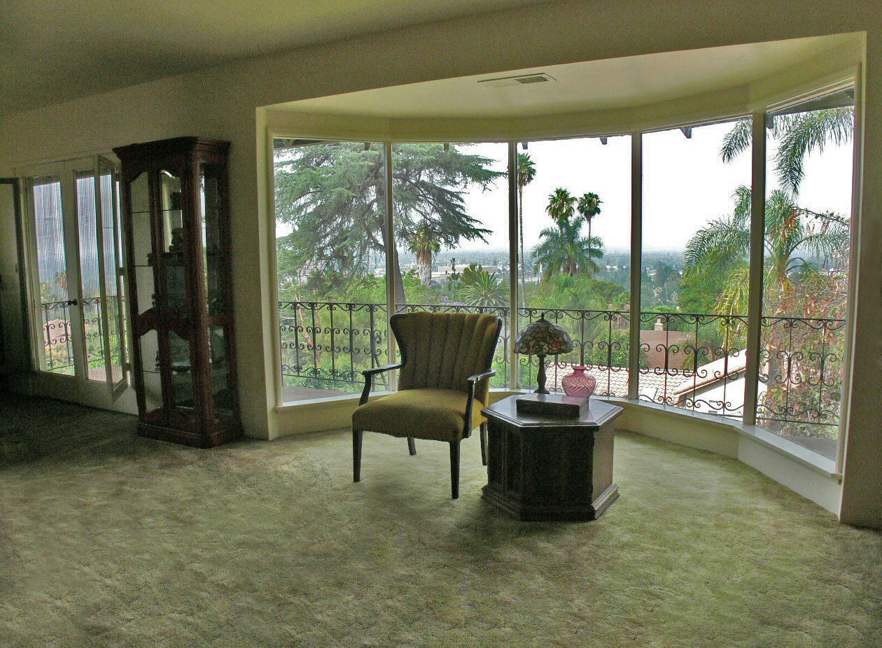 Forever Views From The Extra Large 5 Panel Bay Window What A Spectacular Room To Entertain In