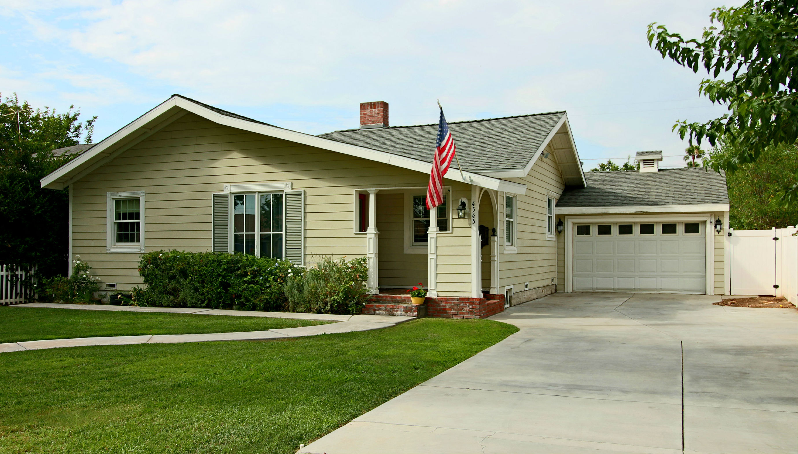 4545 Oakwood Place, Riverside, CA 92506 listed by THE SISTER TEAM