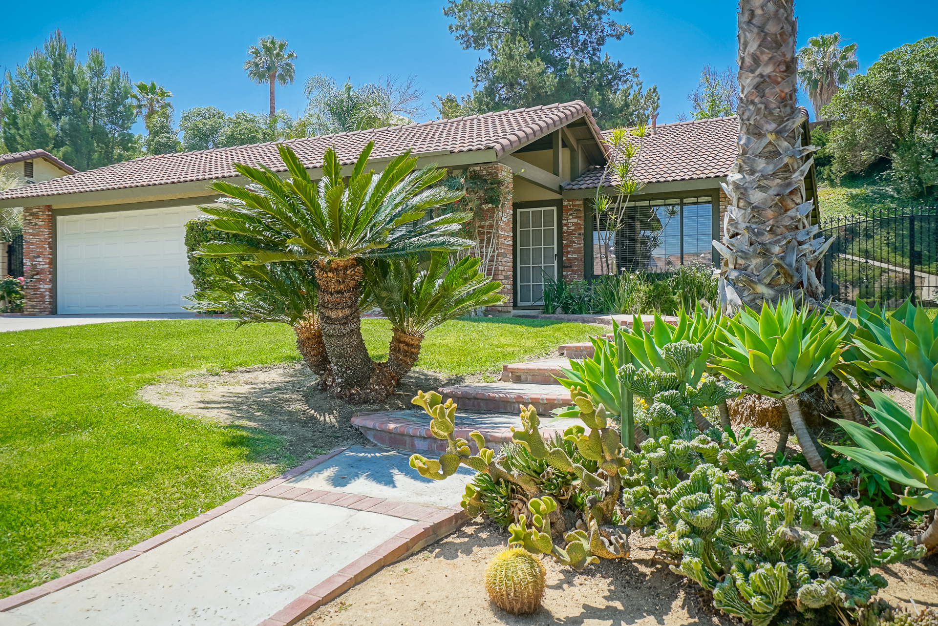 6835 Wilding Pl., Riverside CA 92506 listed by THE SISTER TEAM