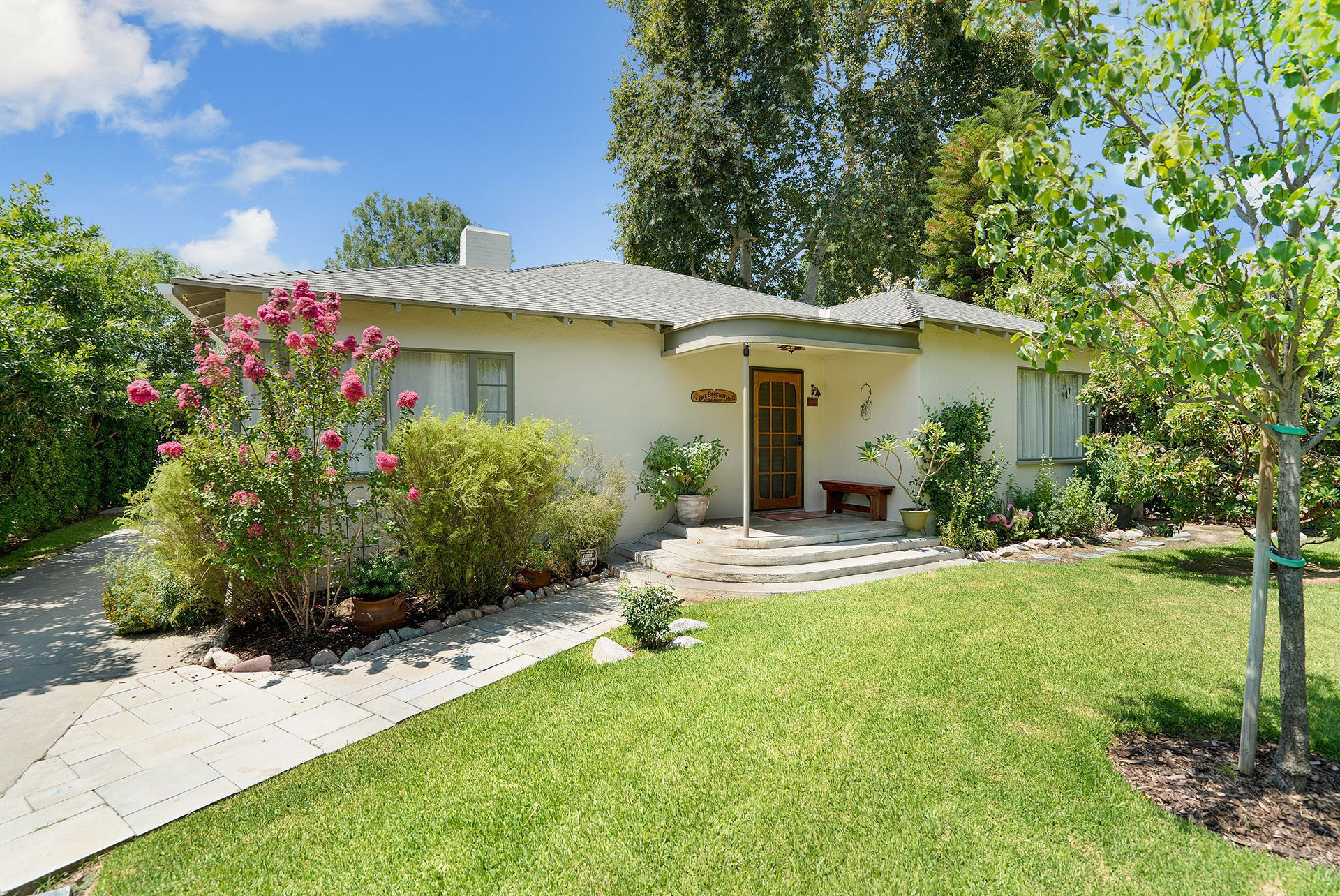 4735 Somerset Dr, Riverside CA 92507 listed by THE SISTER TEAM